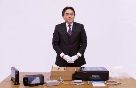 Iwata desempaquetando la wii U