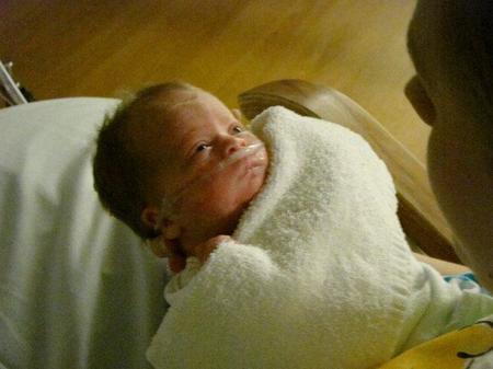 La importancia de hablarle al bebé prematuro
