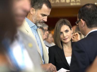 ¡La reina Letizia necesita ayuda de Naty Abascal! Ella no acaba de saber mezclar estampados