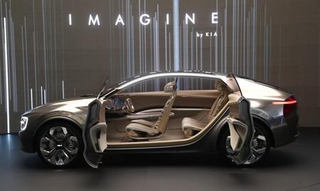Kia fabricará su coche eléctrico Imagine en 2021, y no competirá en pantallas con el SUV chino Byton M-Byte