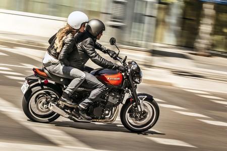 No, en la Fase 1 de la desescalada no está permitido que viajen dos personas en moto