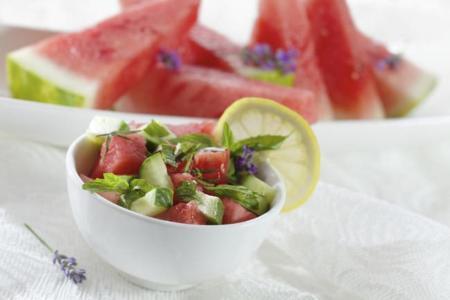 Los 10 alimentos de temporada con más agua y menos calorías