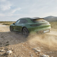 El Porsche Taycan Cross Turismo es la versión familiar del coche eléctrico: 761 CV para volar en silencio más allá del asfalto