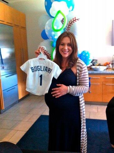 Alyssa Milano, ¡mamá primeriza a la vista!