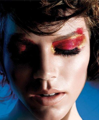 Freja Beha se pasa a las campañas de belleza y se convierte en la imagen de Maybelline NY