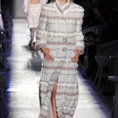 Foto 20 de 61 de la galería chanel-alta-costura-otono-invierno-2012-2013-rosa-gris-brillos-y-nuevo-vintage en Trendencias