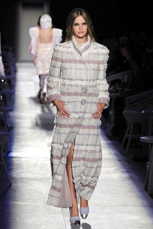 Foto de Chanel Alta Costura Otoño-Invierno 2012/2013: rosa, gris, brillos y nuevo vintage (20/61)
