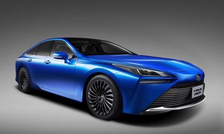 De patito feo a cisne: el nuevo Toyota Mirai será un coche de hidrógeno con un 30% más de autonomía y mucho más agraciado