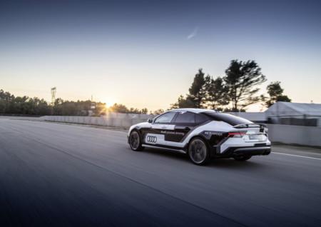 Así acojona ir en el Audi RS 7 piloted driving concept: el autónomo de Audi, lanzado a 305 km/h