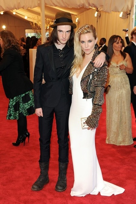 Tom Sturridge y Sienna Miller