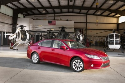 Lexus se excusa por tratar de vender híbridos a costa de atacar a los coches eléctricos