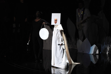 Lady Gaga es la monja pop [MTV Video Music Awards 2013]