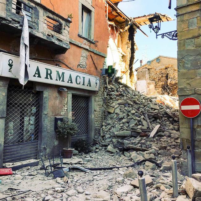 Terremoto Centro Italia 2016 Amatrice Farmacia 29033930040