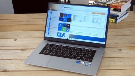Huawei Matebook D15 2021, análisis: teclado cómodo y pantalla grande sin un peso extra