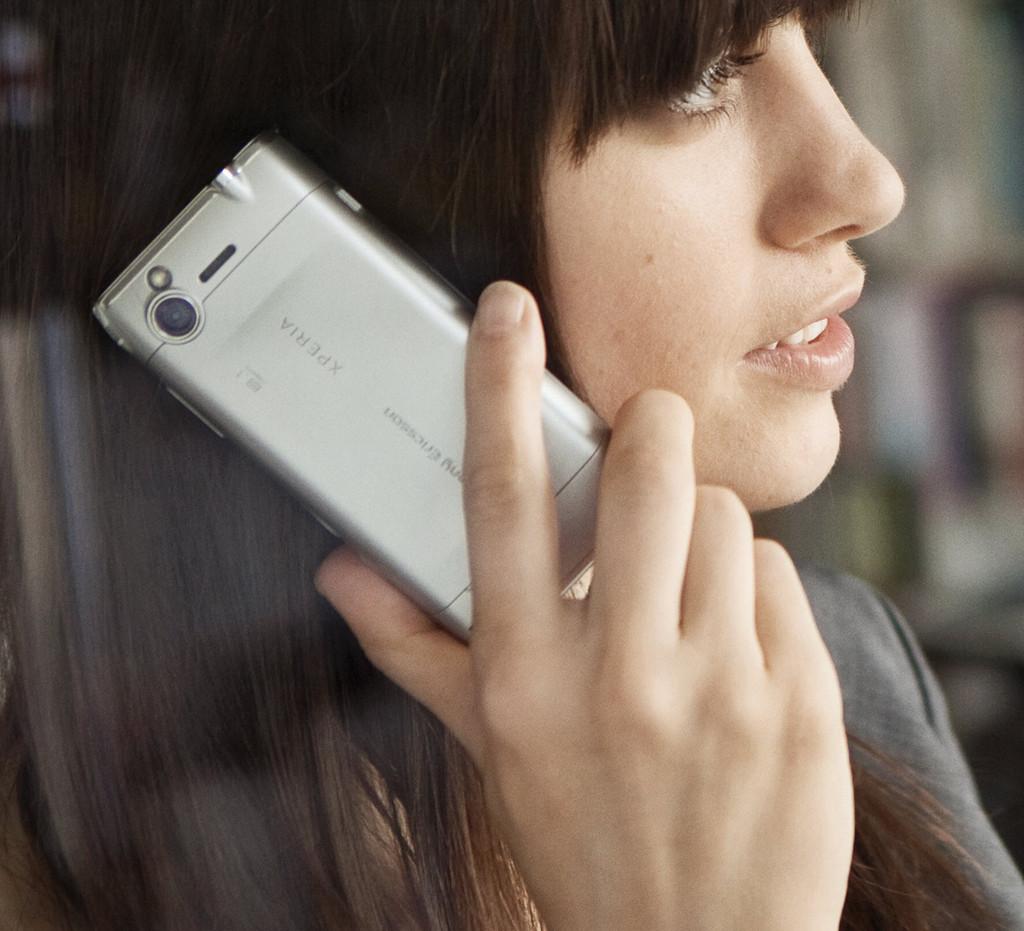 Foto de Sony Ericsson finalmente presenta el Xperia X2, versión plateada (4/6)