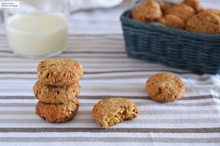 Galletas veganas de avena, mantequilla de cacahuete y semillas: receta energética para desayunos y meriendas