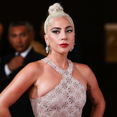 Lady Gaga luce un emotivo, pero poco favorecedor vestido en los Premios Cinematheque de Beverly Hills
