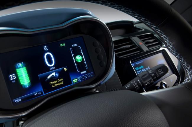 Chevrolet Spark EV pantalla LCD de control