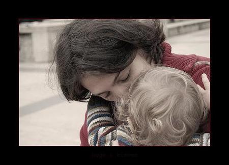 La maternidad protege contra el suicidio