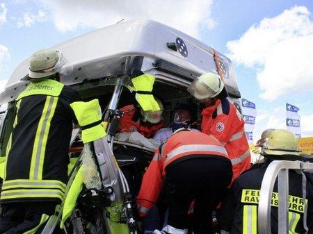 Hojas de rescate en el coche, más velocidad de reacción para los bomberos