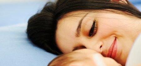 Pensamientos que tienen las madres primerizas tras salir del hospital con su bebé (y que son completamente normales)