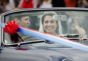 El príncipe Guillermo y Kate Middleton: definitivamente la vida sobre un Aston Martin se ve mejor