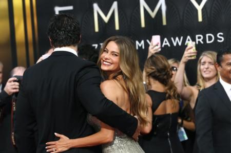 Cuidado que vienen curvas: llega Sofía Vergara a la red carpet de los Emmys 2015