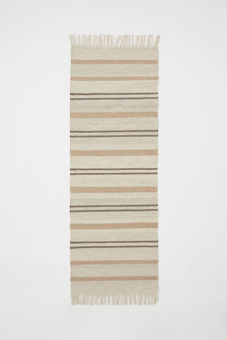 Alfombra rectangular de lana, yute y algodón reciclado con flecos en los extremos