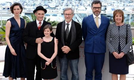 El director y el reparto de Mi Amigo el Gigante en Cannes