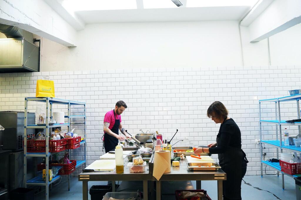 Las 'dark kitchens' se expanden rápidamente: la española Glovo planea lanzar más de 100 cocinas fantasma en todo el mundo