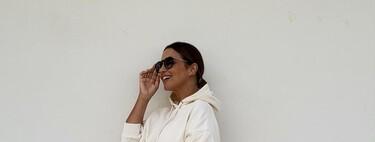 Minifalda, sudadera y zapatillas blancas: así es el look más juvenil de Paula Echevarría
