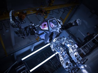 El robot de Jeff Bezos no es ningún fake, es el primer mecha coreano: torpe pero funcional