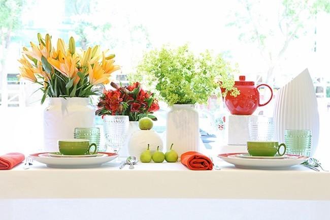 Mesa con porcelana de Vista Alegre