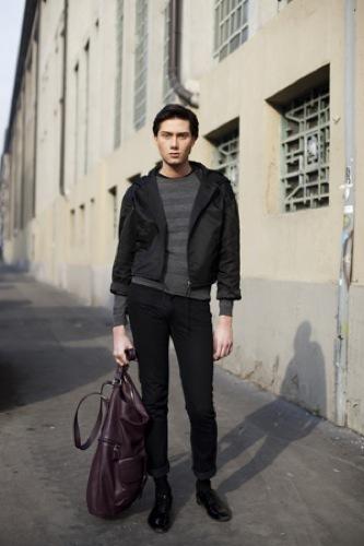 Looks de calle en la Semana de la Moda de Milán, bolso