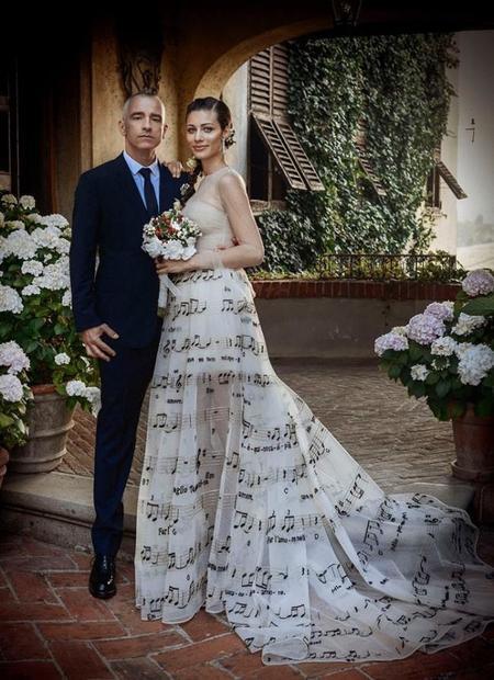 Eros Ramazzotti se nos ha casado... ¡Con una novia muy musical!