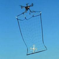 Un dron con red para cazar otros drones, así se las gasta la policía japonesa