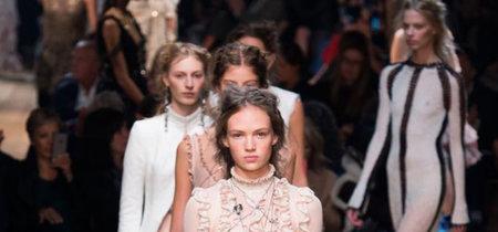 El cuento de hadas de tus sueños lo firma la colección Primavera-Verano 2016 de Alexander McQueen