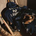 Ralph Lauren se inspira en el béisbol para sumar prendas deportivas a nuestro look con su nueva colección