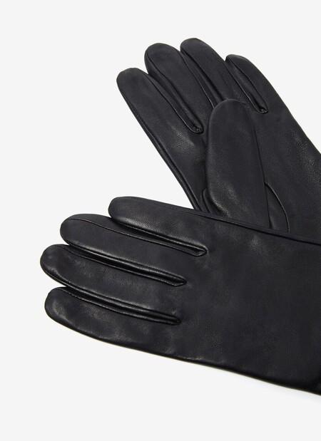 https://www.adolfodominguez.com/es-es/guantes-cortos-de-piel-250473536102.html