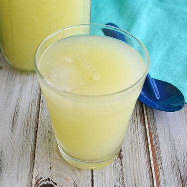Agua de limón amarillo con epazote