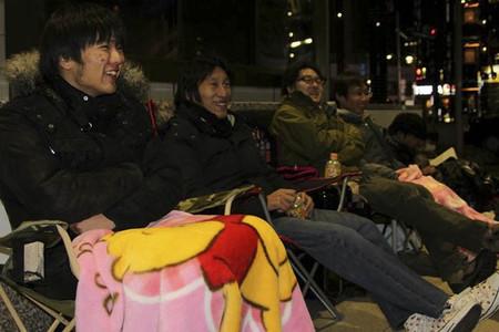 Japón se prepara para el lanzamiento de PS4 y había gente acampando para conseguir una