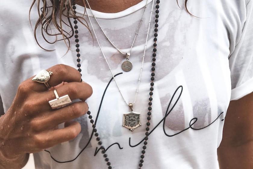 1a49a090b Plata o plomo: este verano decora tu escote con collares de plateados