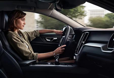 Las mujeres conducimos mejor, pero ¿cómo podemos relajarnos y disfrutar de cada trayecto?