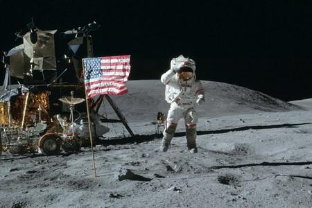 Moon Landing 900x600