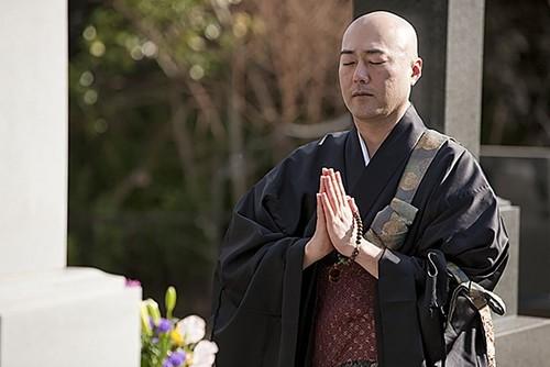 Sacerdotes budistas a domicilio y entrega de condones express: los 13 servicios online más locos