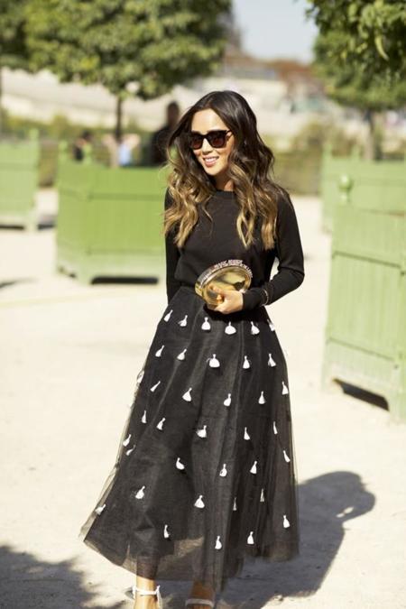 Faldas con aplicaciones que parecen joyas [los 50 flechazos del otoño]