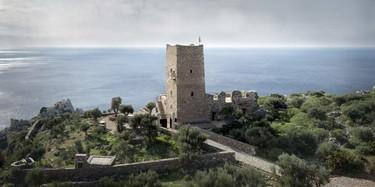 Escapada a Grecia: ¿Te apetecen unas vacaciones en una torre de vigilancia del siglo XIX?