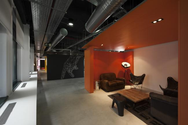 Espacios para trabajar wayra creatividad e innovaci n en for Oficinas ups madrid