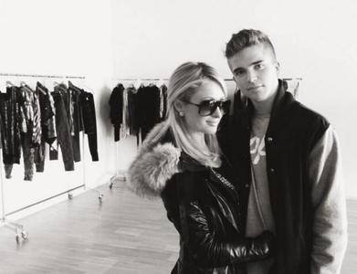 Paris Hilton y River Viiperi lo petan en su periplo barcelonés