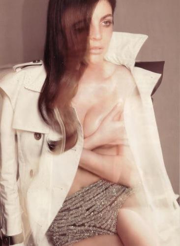 Julia Restoin-Roitfeld en el editorial de abril de Harper's Bazaar UK